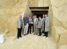 14.  De bezoekers voor de nieuwe ingang
